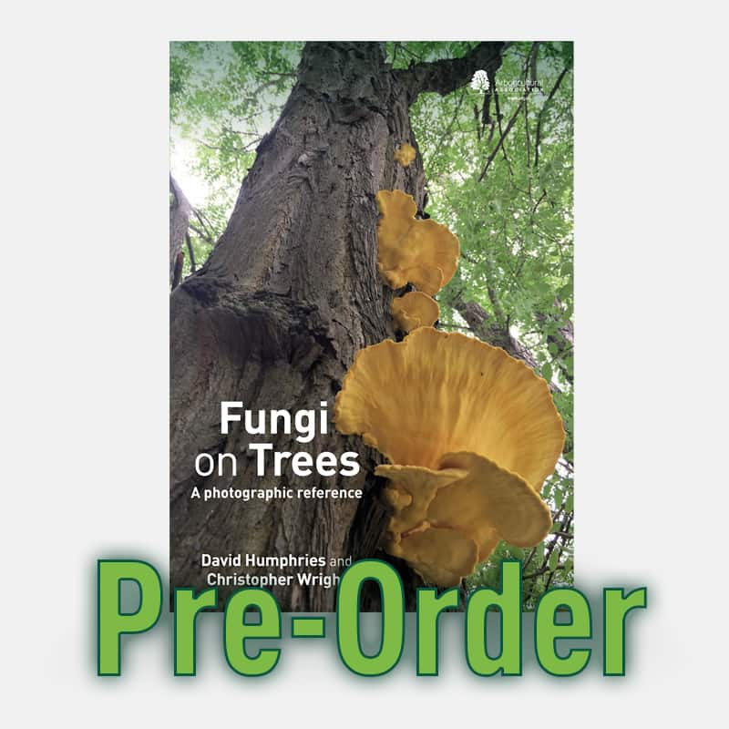 Fungi on Trees: A photographic reference (Pre-order)